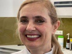 Az első mosoly az új implantált fogakkal